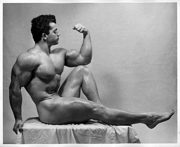 Marvin Eder Posing