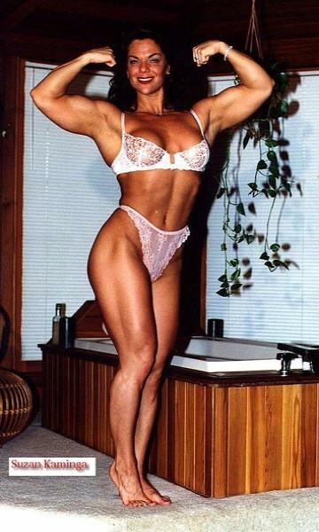 Suzan Kaminga Posing