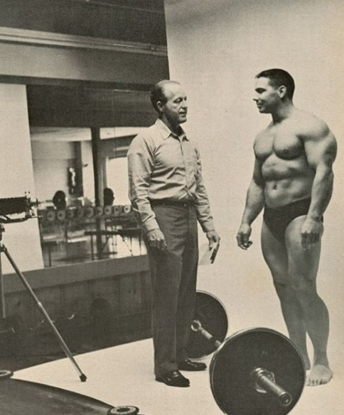 Leo Stern and Bill Pearl Posing