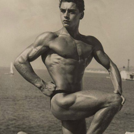 Andre Coutoula Posing