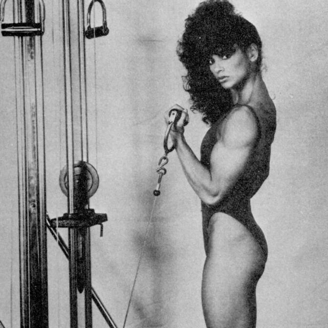 Gladys Portugues Standing Cable Biceps Curl