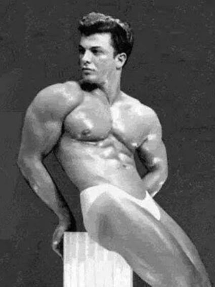 Lou Degni Posing