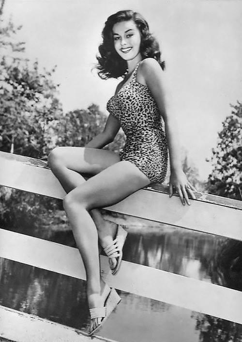 Elaine Stewart Posing