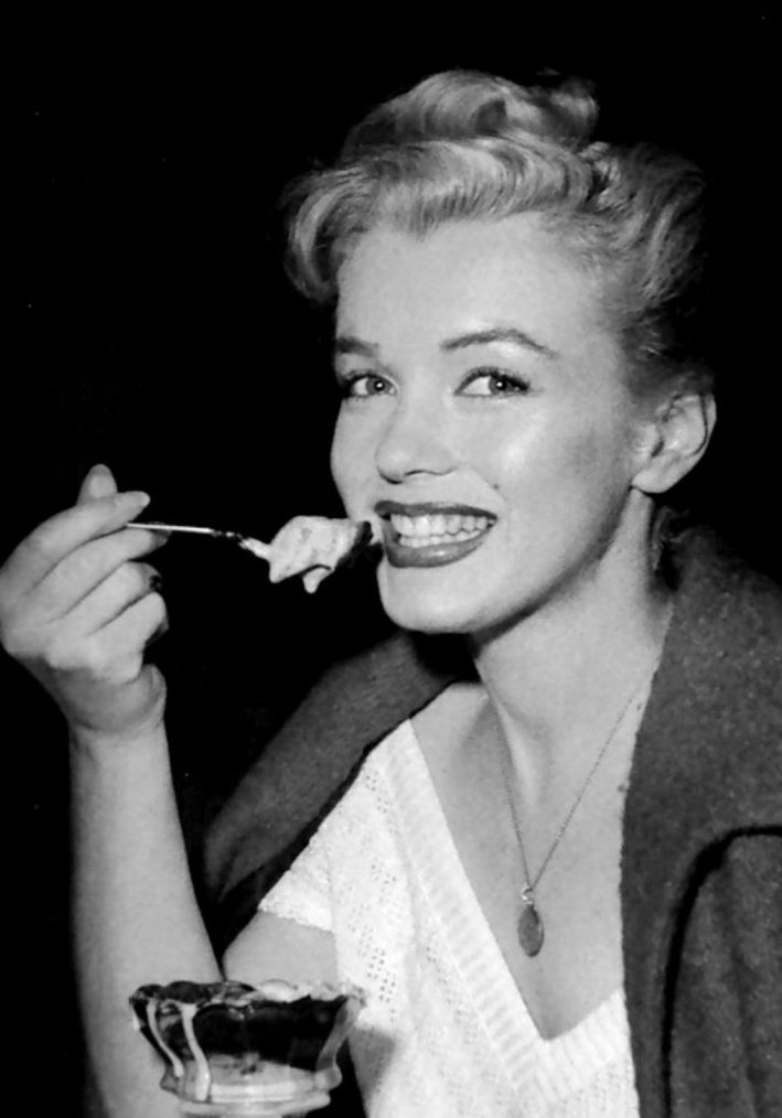 Marilyn Monroe Eating Ice Cream
