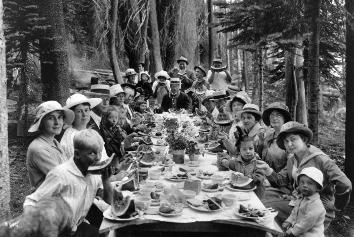 Picnic at Huntington Lake, Huntington Lake Lodge in Fresno, California 1915