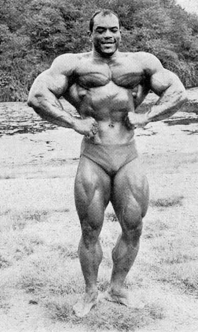 Sergio Oliva Posing