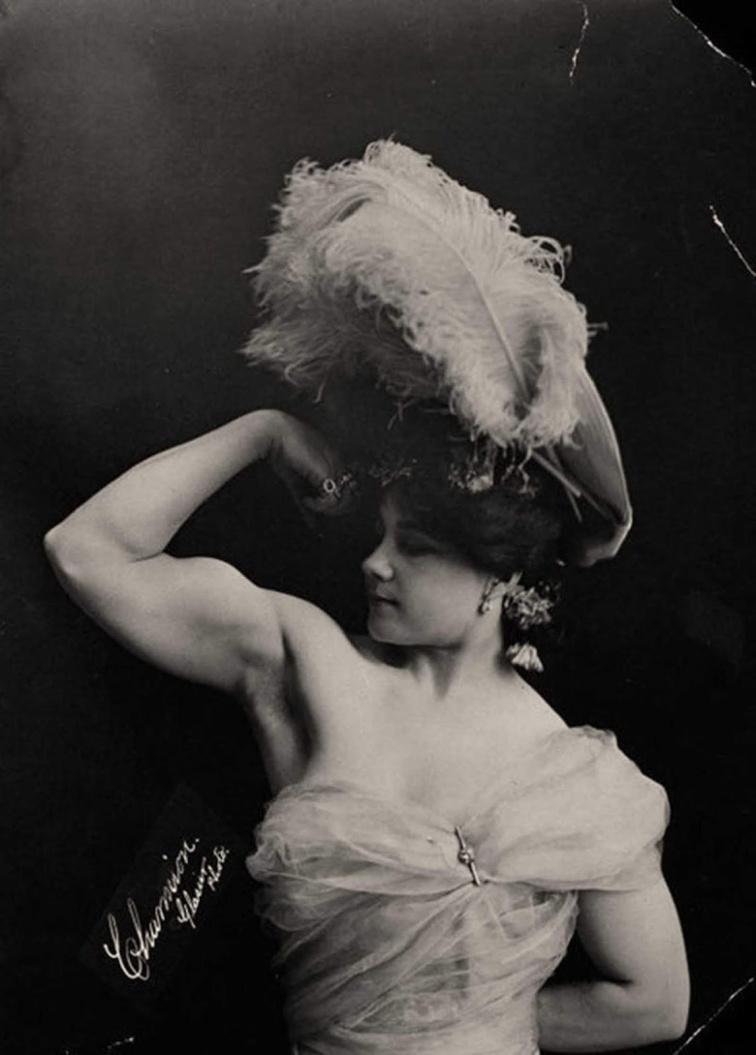 Laverie Valee aka Charmion Posing