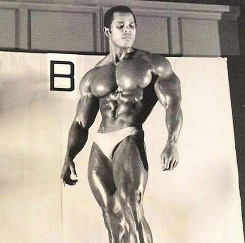 Serge Nubret Posing