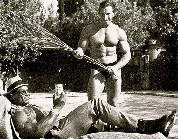 Sergio Oliva and Eddie Giuliani Posing